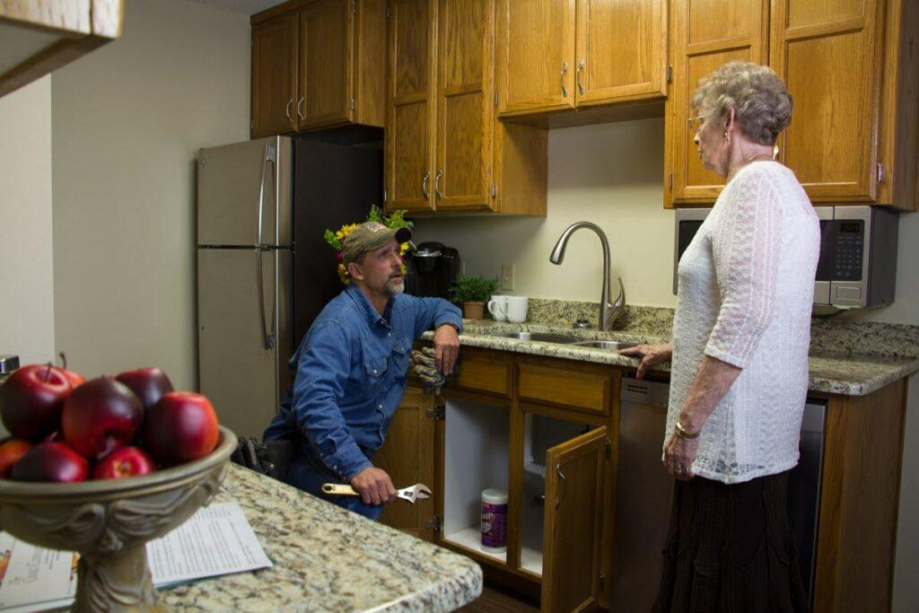 Evergreen Senior Living | Handyman helping resident