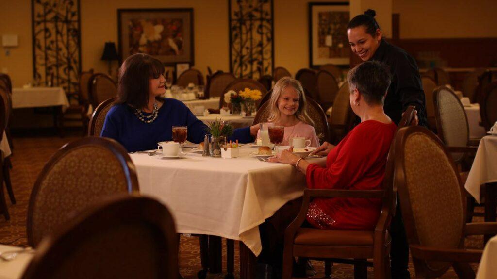 Evergreen Senior Living | Residents at table