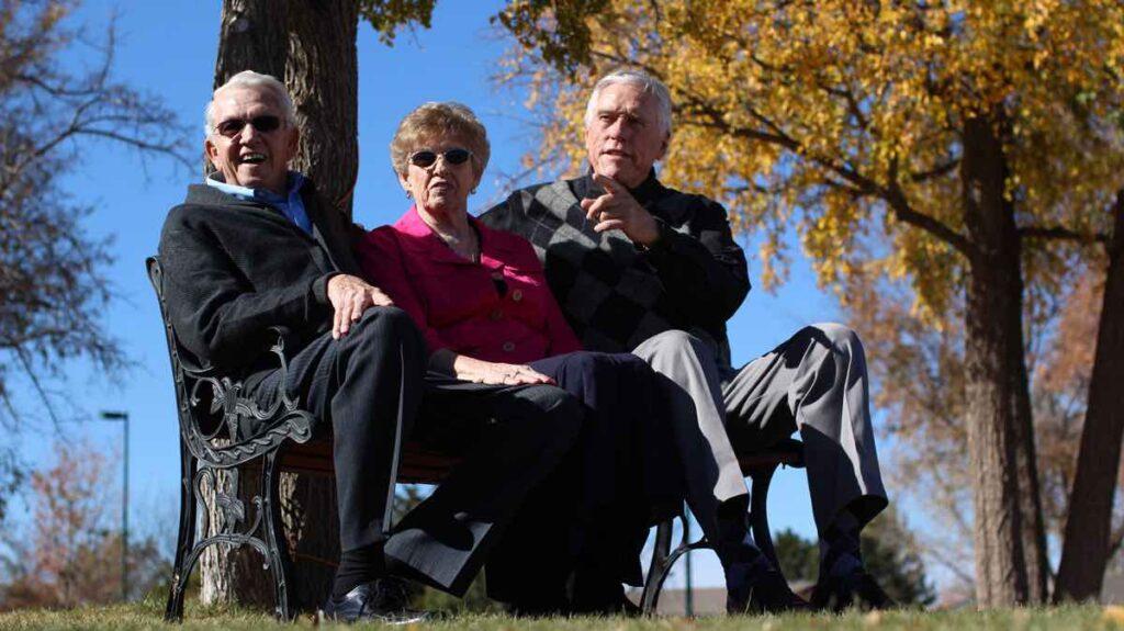 ER Senior Management | Residents sitting outdoors