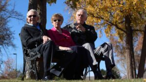 Evergreen Senior Living | Residents sitting outdoors