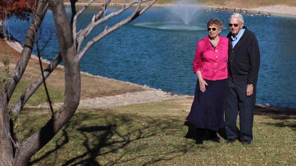 ER Senior Management | Residents walking outdoors